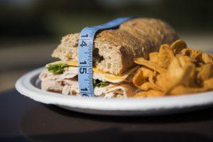 7 סיבות לכך שאנו עלולים לסבול בחיינו מאכילה-ריגשית