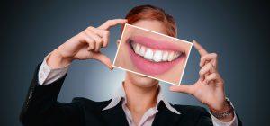 איך מזון יכול לפגוע בבריאות השיניים